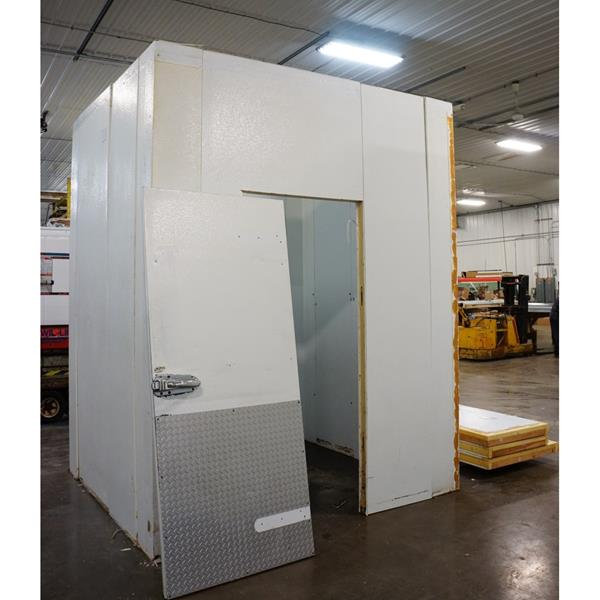 "7' x 8' x 10'4""H Hussmann Walk-in Cooler with new condensing unit"