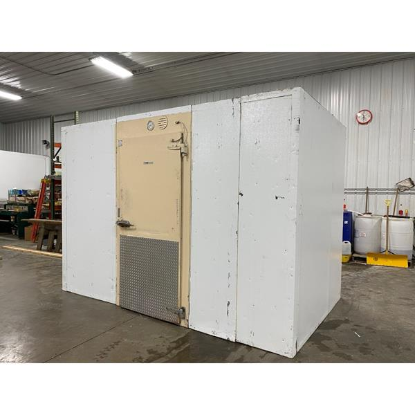 "6'11"" x 11'7"" x 8'4""H KYSOR Walk-in Cooler with new outdoor condensing unit"