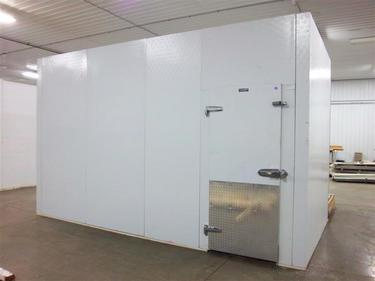 Excellent used walk-in cooler panels.